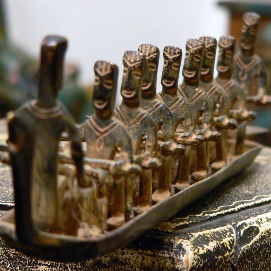 Бронзовая скульптура людей в лодке Netaon, 8 см