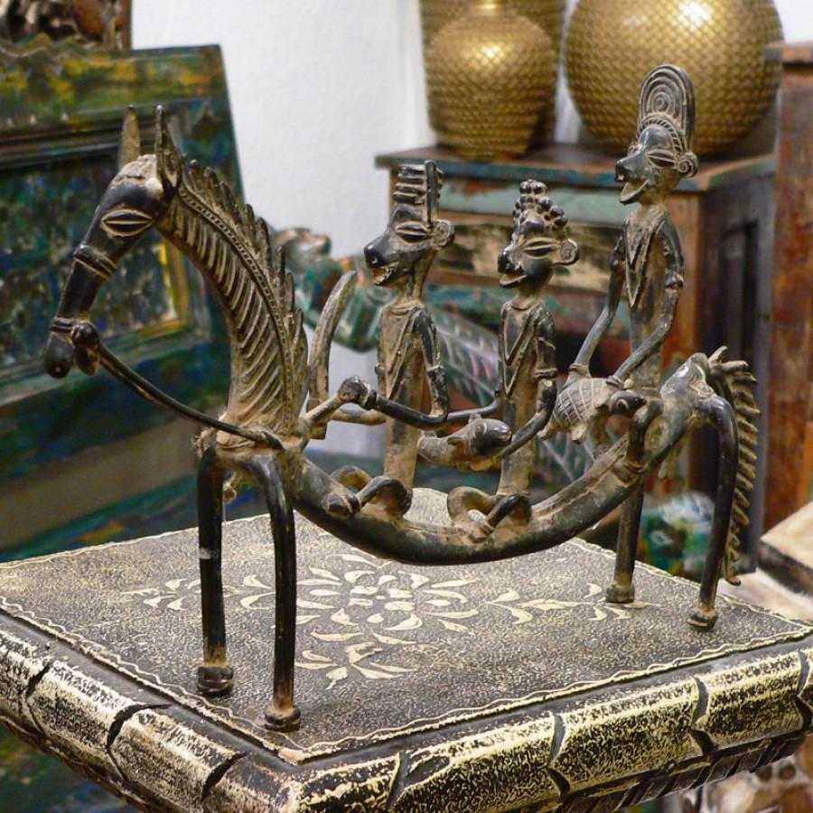 Индийская фигурка людей на лошади Savaaron, 21 см