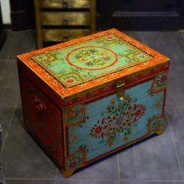 Деревянный сундук с ручной росписью