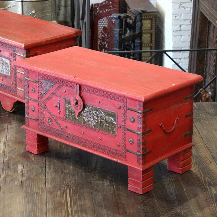 Сундук в колониальном стиле, красный