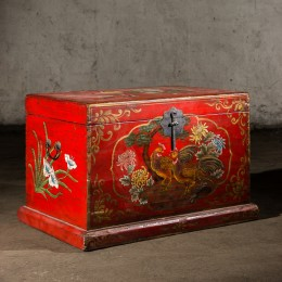 Традиционный платяной сундук