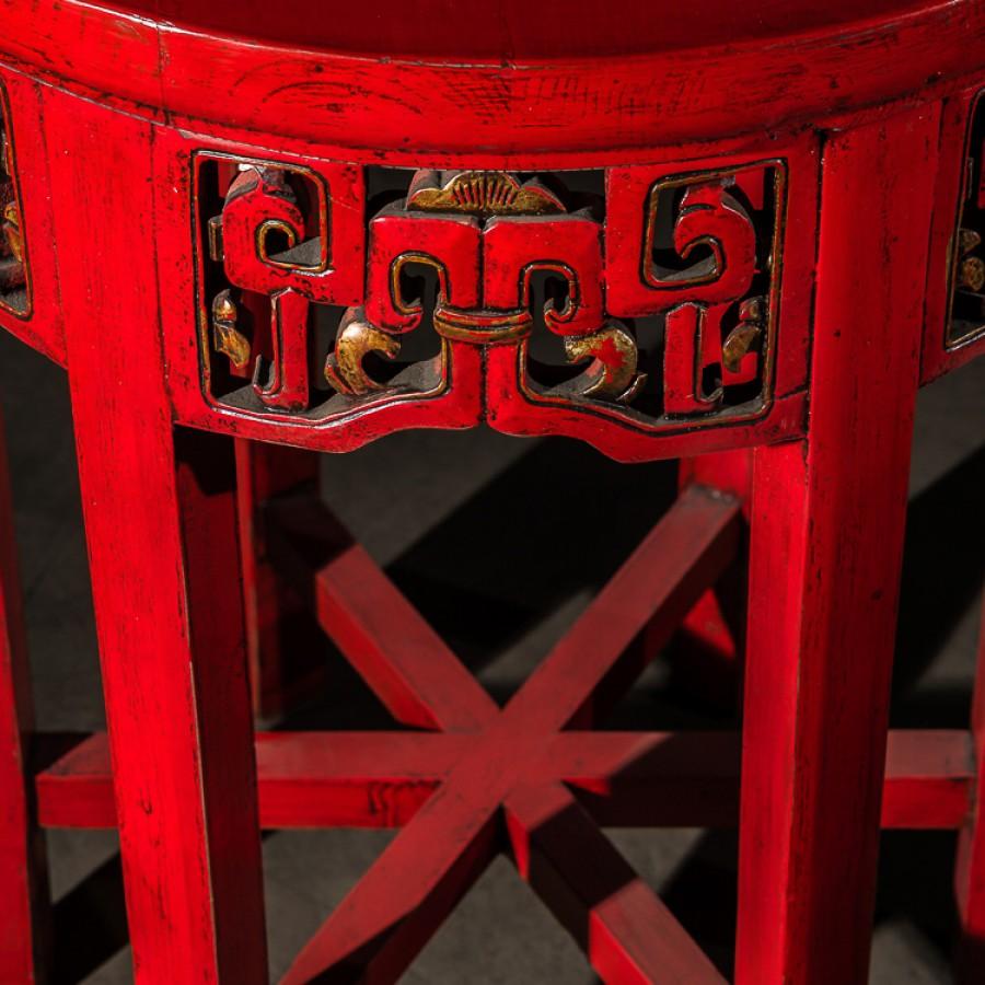 Красный столик Хонг Бяо