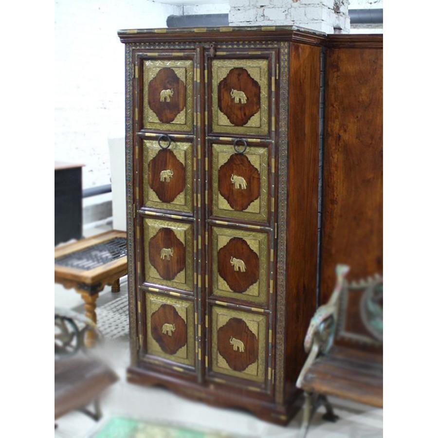 Индийский шкаф из массива с латунной чеканкой, 180 см
