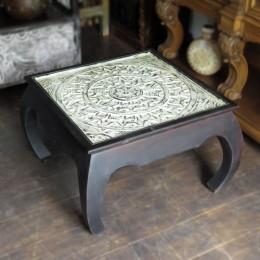 Деревянный резной журнальный столик из Индии