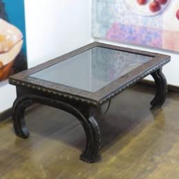 Аутентичный столик в этно стиле. Индия