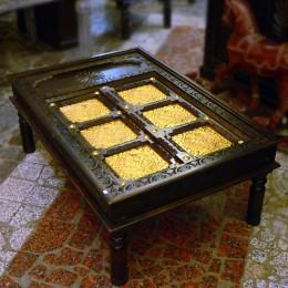 Индийский резной столик с чеканкой