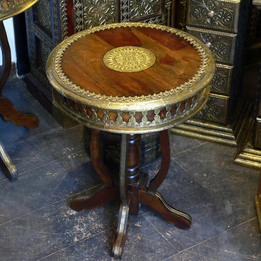 Кофейный круглый стол с латунной чеканкой Peetal