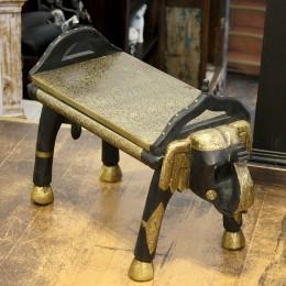 Необычный столик-табурет из Индии