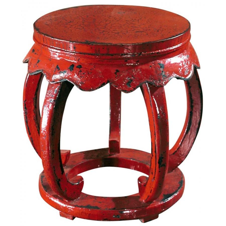 Красный традиционный табурет