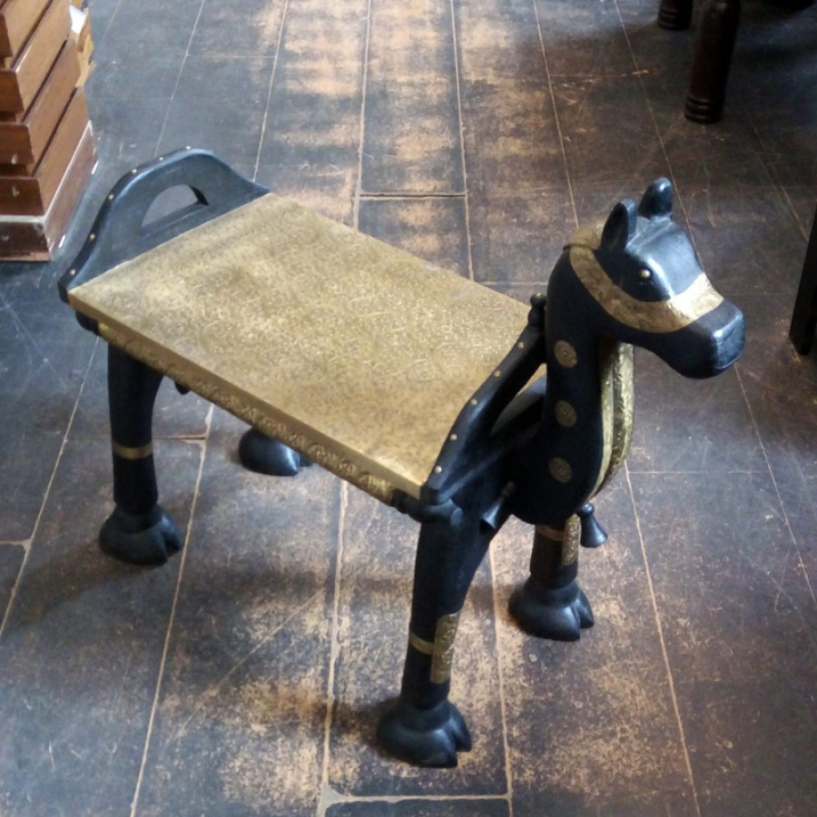 Оригинальный столик табурет Kaale Ghode