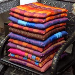 Сидушки-подушки разных цветов