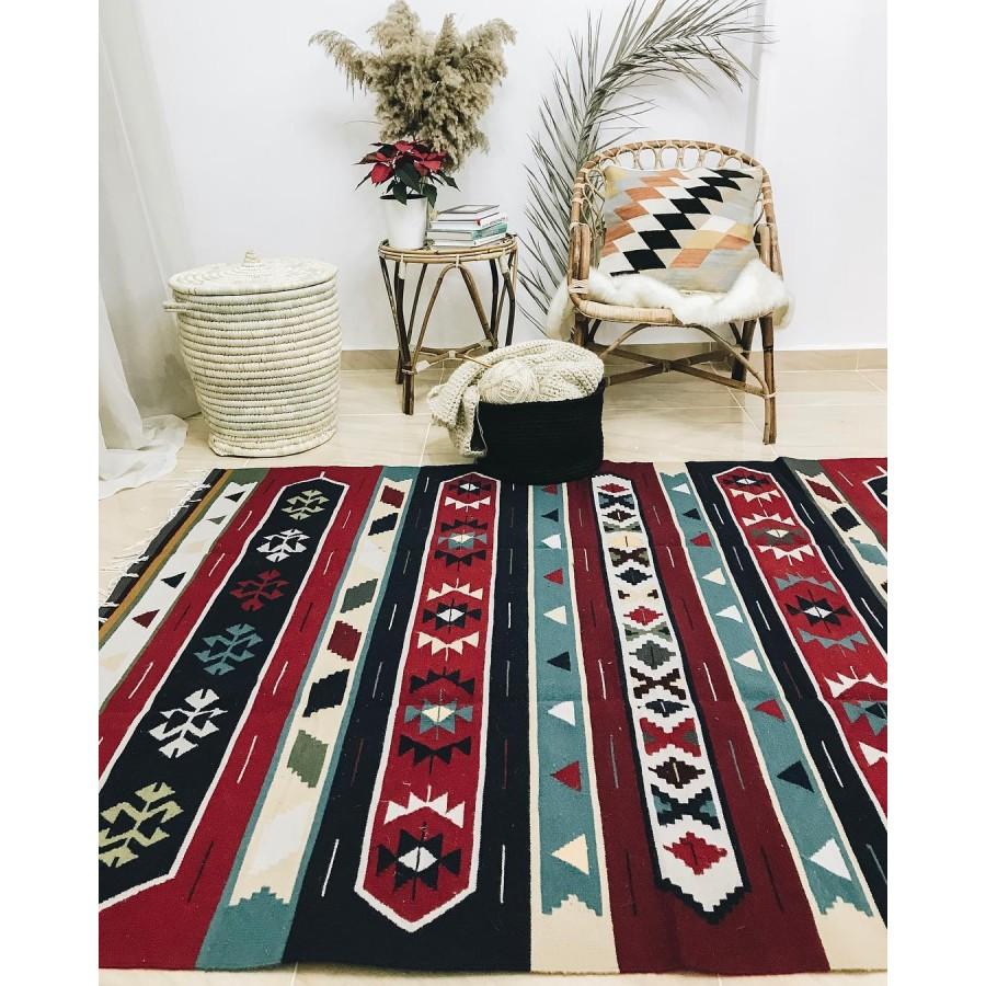 Красивый шерстяной килим