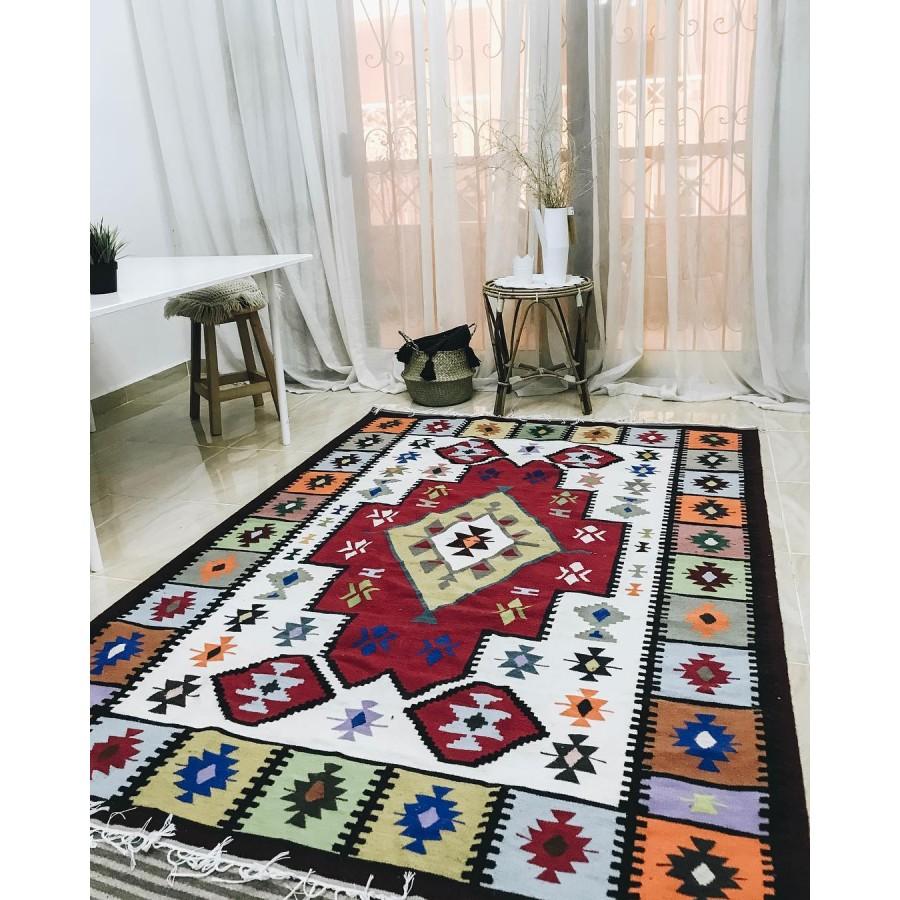 Традиционный ковер килим