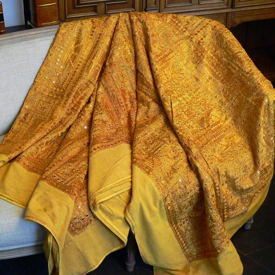 Индийское покрывало на кровать с вышивкой, 220х270 см